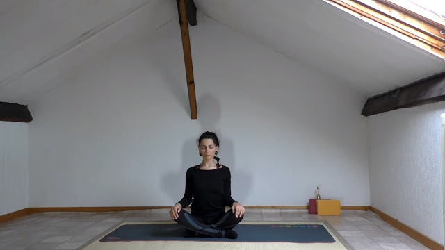 d6579-yoga_fire_by_jo_s25c325a9ance_de_yoga_du_soir_fin